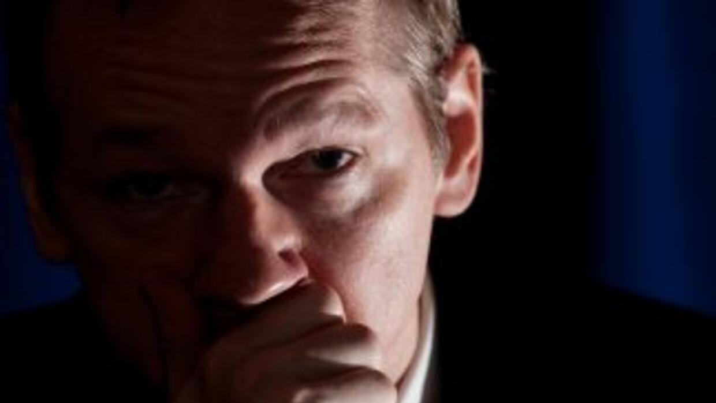 Julian Assange, fundador de Wikileaks está protegido por la Embajada de...
