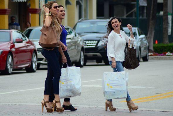 Día de compras entre hermanas. Mira aquí los videos m&aacu...