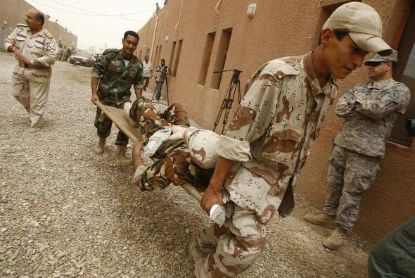 15. Maltrato a prisioneros Iraquíes  En abril de 2004, una serie de foto...