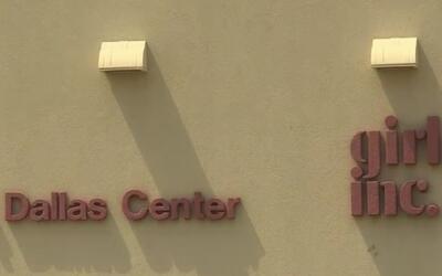 Padres de familia protestan por el cierre el centro educativo Girls Inc....