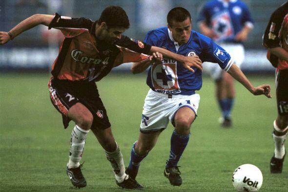 En 1997 debutó con la Selección Mexicana ente Ecuador, se...