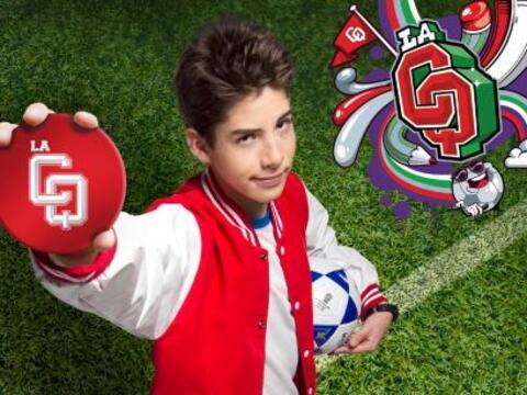 Es el capitán del equipo de fútbol, hermano de Adri y enam...