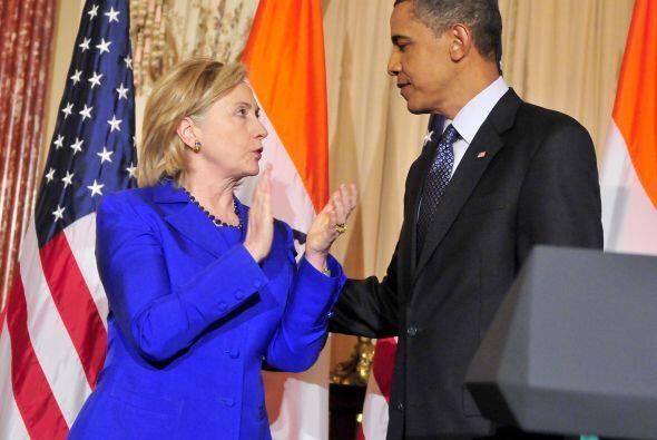 El presidente Barack Obama y la ex secretaria de Estado, Hillary Clinton...