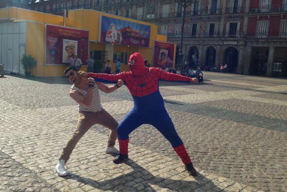 El superhéroe le causó tal impacto, que no pudo evitar compartir la imagen.