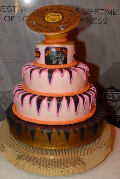 Incluso los novios más 'pesados' pueden tener un pastel encantado...