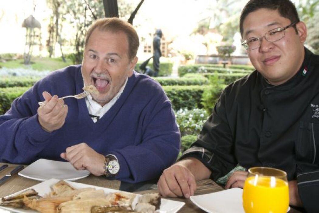 ¡Qué dilema! El Gordo no se podía decidir por un plato y otro.