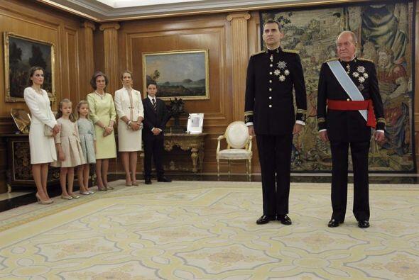 En un evento de gran simbolismo, Juan Carlos impuso a Felipe la faja de...
