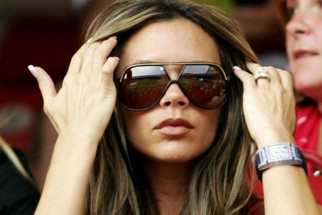 Unos lentes enormes son clave para verte tan 'fashion' como Beckham. Si...