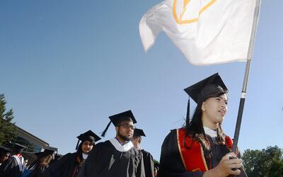 Estudiantes en la ceremonia de graduación de la Universidad de Duke.