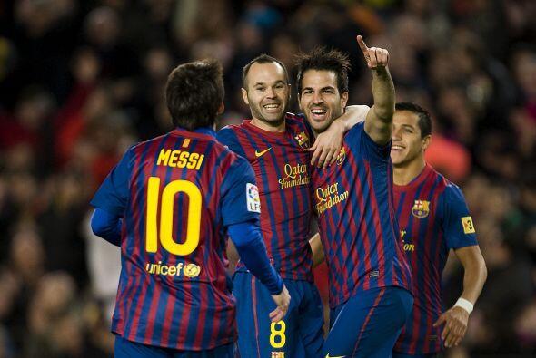 Messi, Iniesta, Cesc, Thiago, Xavi y Alves. Bajo la tiranía del rondo y...