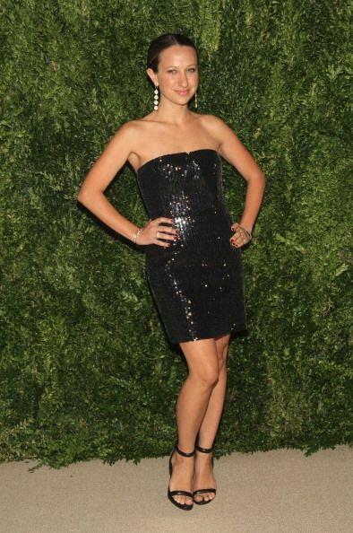 La diseñadora de joyas Jennifer Meyer Maguire apostó por la elegancia en...