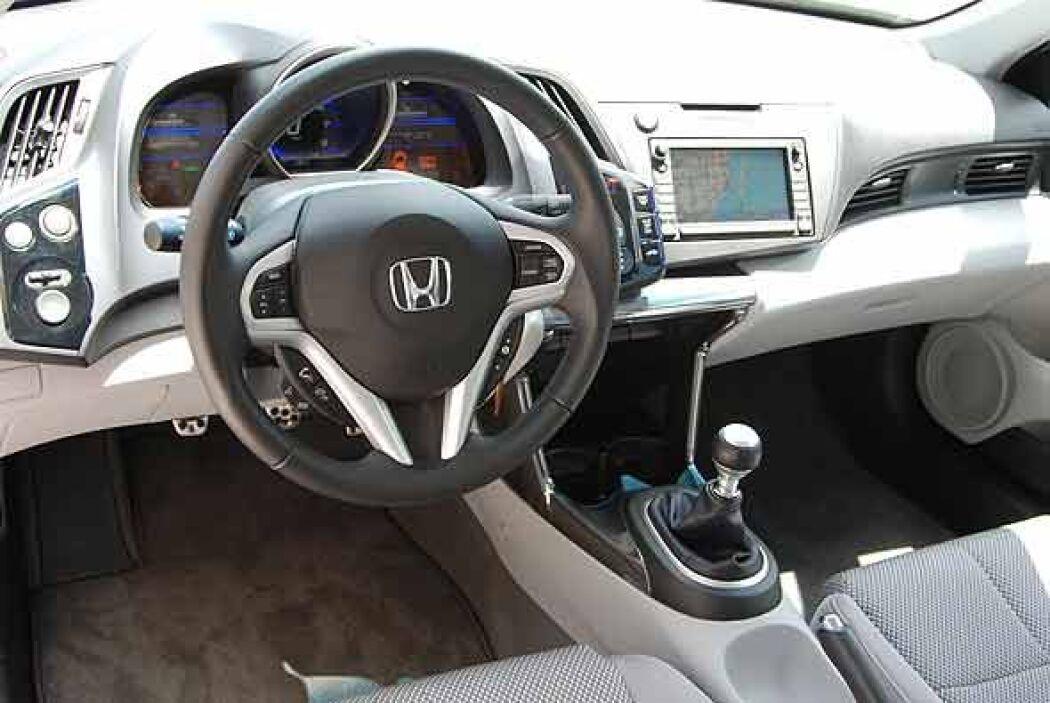 El interior tiene un estilo muy futurista, con alta tecnología y control...