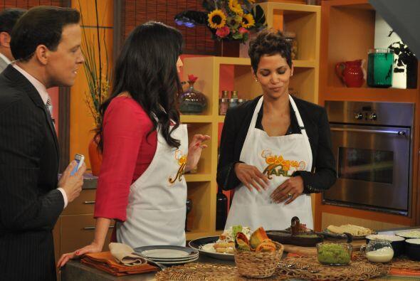 """""""Me encanta cocinar"""", dijo Berry cuando Karla le preguntó si cocinaba a..."""