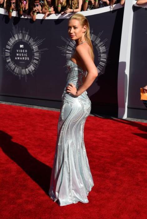 El vestido le queda precioso a Iggy Azalea, su cuerpo se veía fantástico.