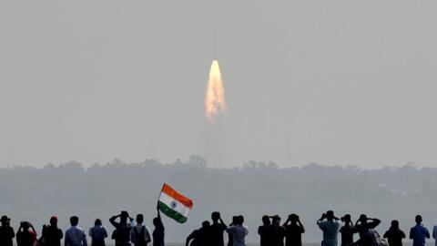 El cohete colocó en órbita 104 satélites en apenas...