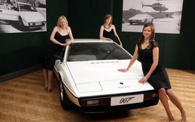 Este Esprit Blanco es uno de los autos más famosos de la saga de James B...