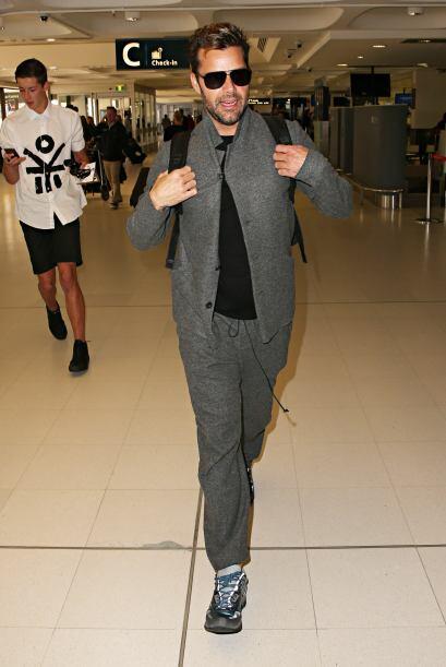 Ricky también vistió muy cómodo en tonos grises y p...