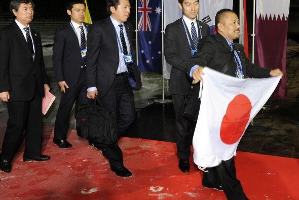 La delegación de Japón llegó desplegando una bandera y con muchas ganas...