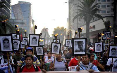 Una de las últimas protestas por los estudiantes desaparecidos en...
