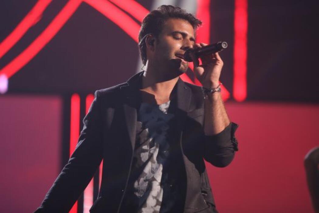 El sexy cantante se entregó por completo al escenario.