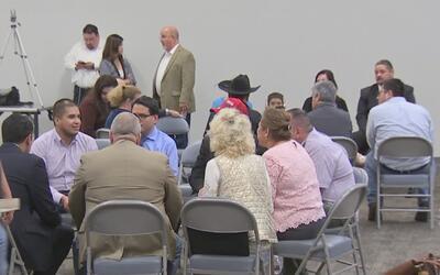 Conservadores buscan incentivar a los hispanos a que se unan al partido...