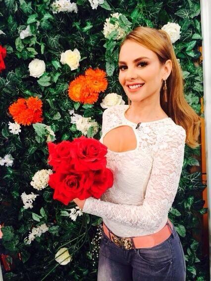 """""""Miren que Lindas Flores me regalaron @despiertaameric LOS QUIERO&q..."""