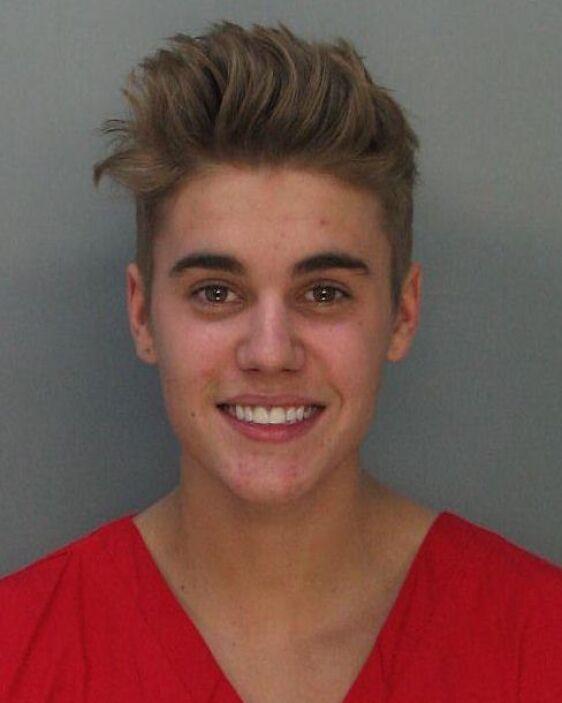 El cantante parece que disfrutó la breve estadía en la prisión porque es...