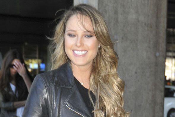 La guapa conductora mexicana fue pillada en el aeropuerto de Madrid.