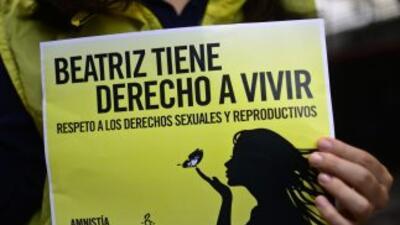 Mujeres realizaron manifestaciónes para apoyar aborto de Beatriz.