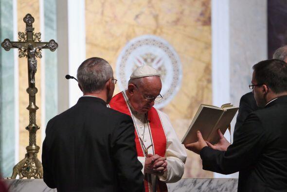 El Papa en la oración de mediodía desde la Catedral de San Mateo en Wash...