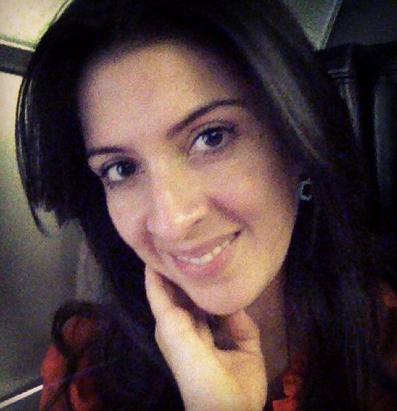 Cero maquillaje pero la mejor actitud, Maity Interiano lista para viajar...