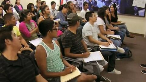 Organización ofrece becas de hasta $80 mil dólares a estudiantes indocum...