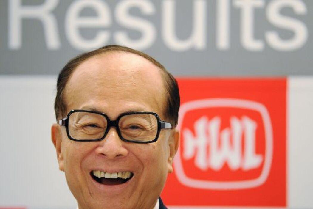 16. Li Ka-shing, magnate de los negocios originario de Hong Kong, obtuvo...