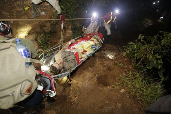 Inicialmente, las autoridades habían informado de un minero muerto a con...
