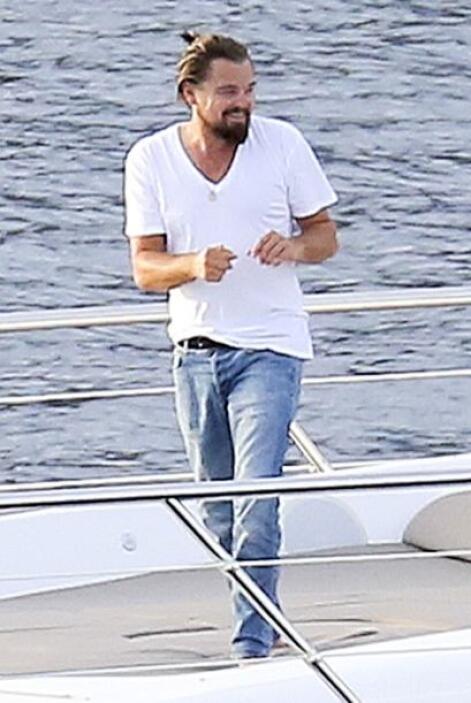Tal parece que DiCaprio anda tomándose la vida tranquilamente.Mira aquí...