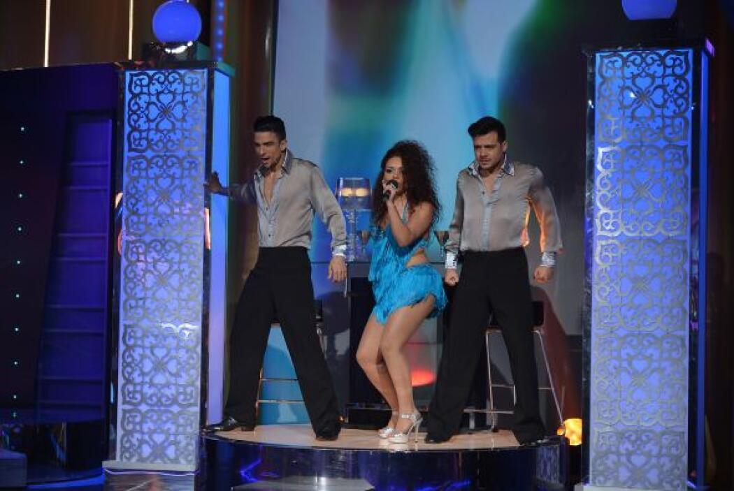 Anova es la primer participante de la noche, fue muy criticada en las re...