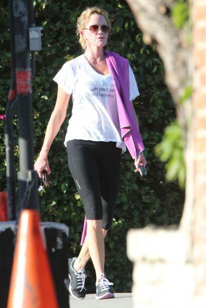 La bella actriz salió a hacer ejercicio y se le veía feliz.