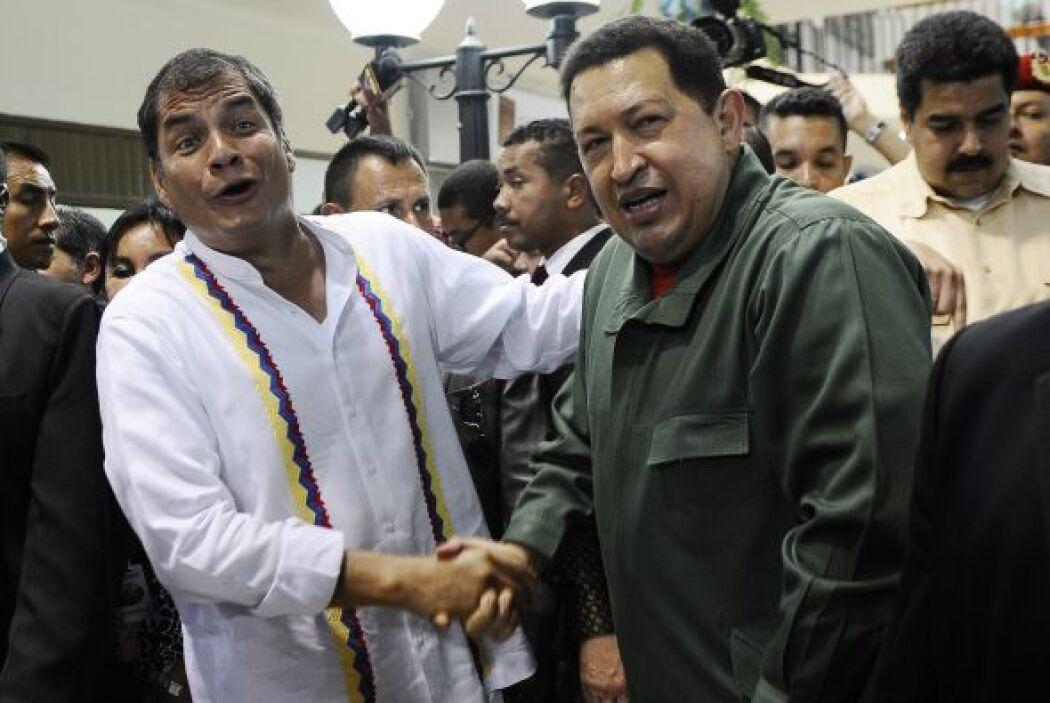 Muchos periodistas indicaron que Rafael Correa y Hugo Chávez conversaron...