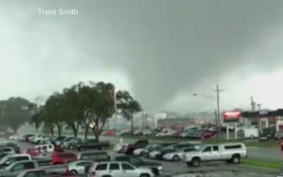 La fuerza de un tornado captada en cámara