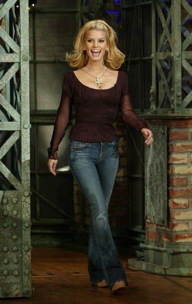 Jessica Simpson lanzó su primer disco en 1999, con un escultural cuerpo,...