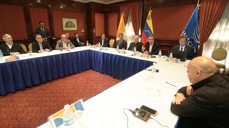Iglesia católica mediaría en un diálogo entre el Gobierno y la oposición...