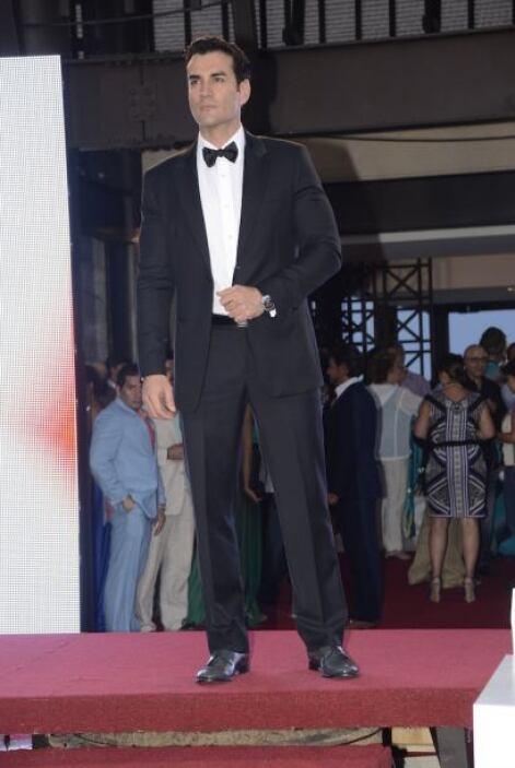 David Zepeda es el primero en nuestra lista de bien vestidos.