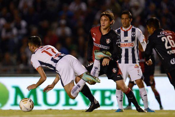 El primer jugador amonestado del partido fue el paraguayo Luis Neri Caba...