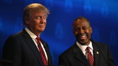 Donald Trump y Ben Carson en el debate de Colorado.