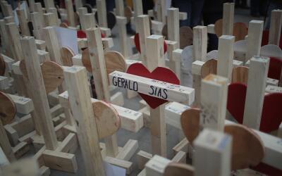 Cruces de madera desatan la controversia en Chicago