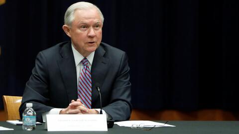Jeff Sessions dice que desconoce por qué deportaron al dreamer protegido...