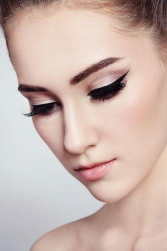 El 'tip' que te damos para ejecutar este maquillaje a la perfección es u...