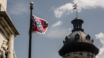 La bandera confederada antes de ser removida del Capitolio de Carolina d...