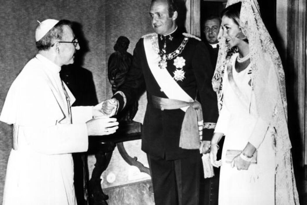 Los Reyes de España Juan Carlos y Sofía saludan al Papa Juan Pablo I (i)...