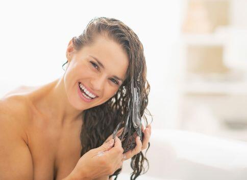 Así mismo, para recuperar la juventud del cabello, lo más recomendable e...